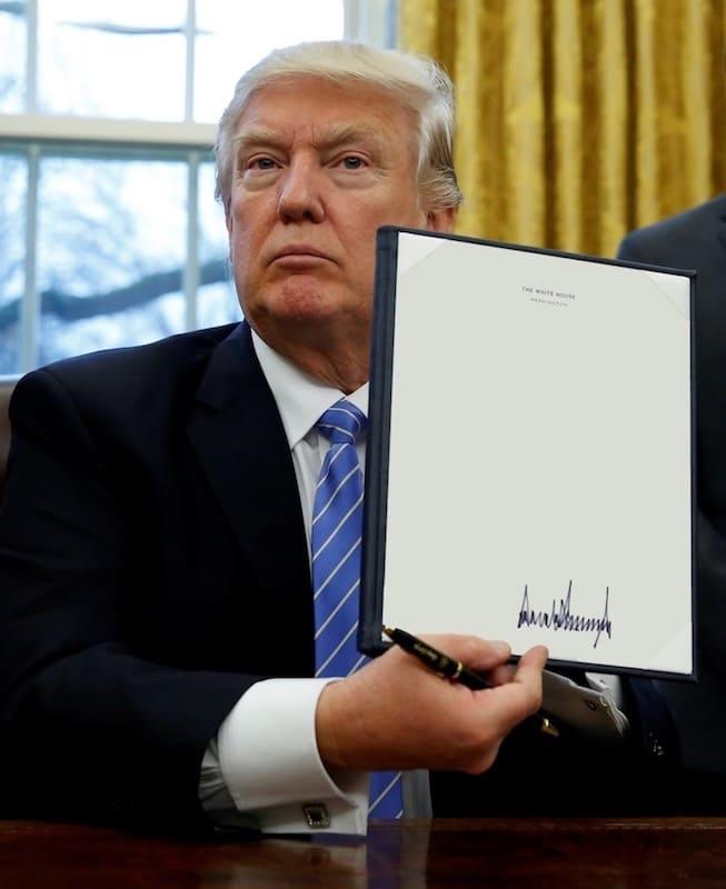 恶搞特朗普签发总统令,特朗普总统令生成器-表情包原图-表情包模板